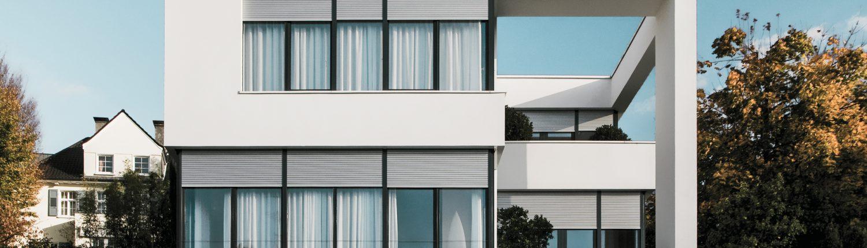 Haus mit ROMA Rollladen 1 1500x430 - Leistungen